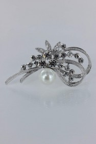 BR4042 Traditional pearl brooch