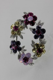 BR94 Crown flower brooch