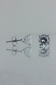 CZ-E501 8MM AAA Quality one point up CZ earring