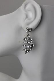 ER63 Dangling pearl earring